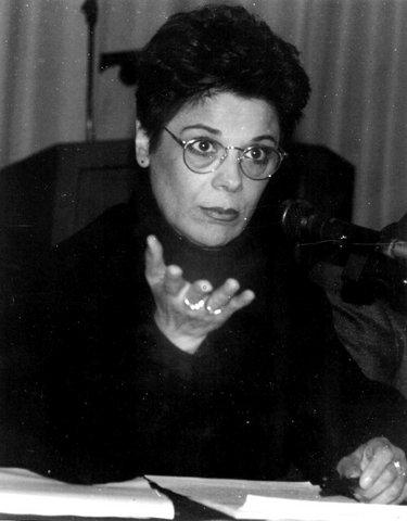 Lorrina B. lors d'une conférence de presse